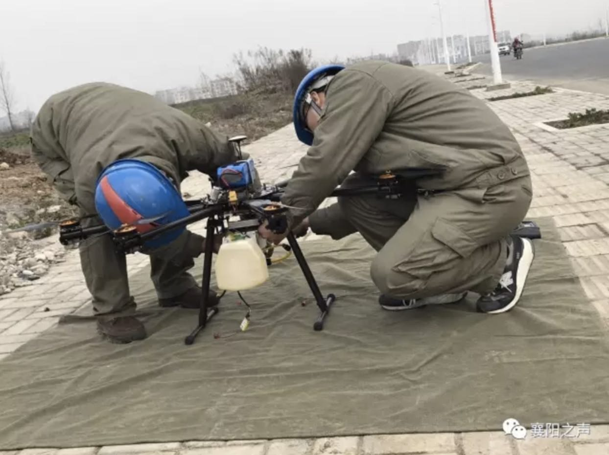 Cleaning power lines is easy when you have a flame-throwing drone0002