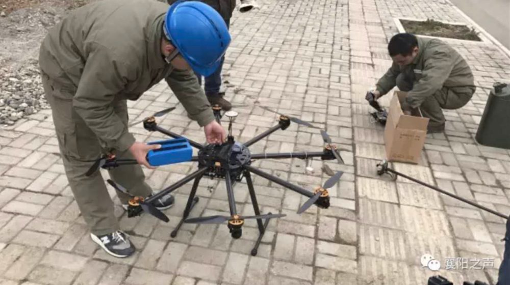 Cleaning power lines is easy when you have a flame-throwing drone0003