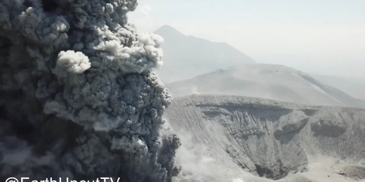 Amazing drone footage of Japanese volcano, Kirishima erupting