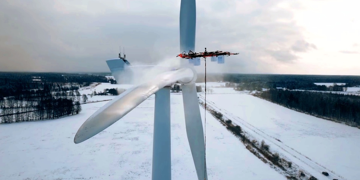 De-ice a massive wind turbine with a drone