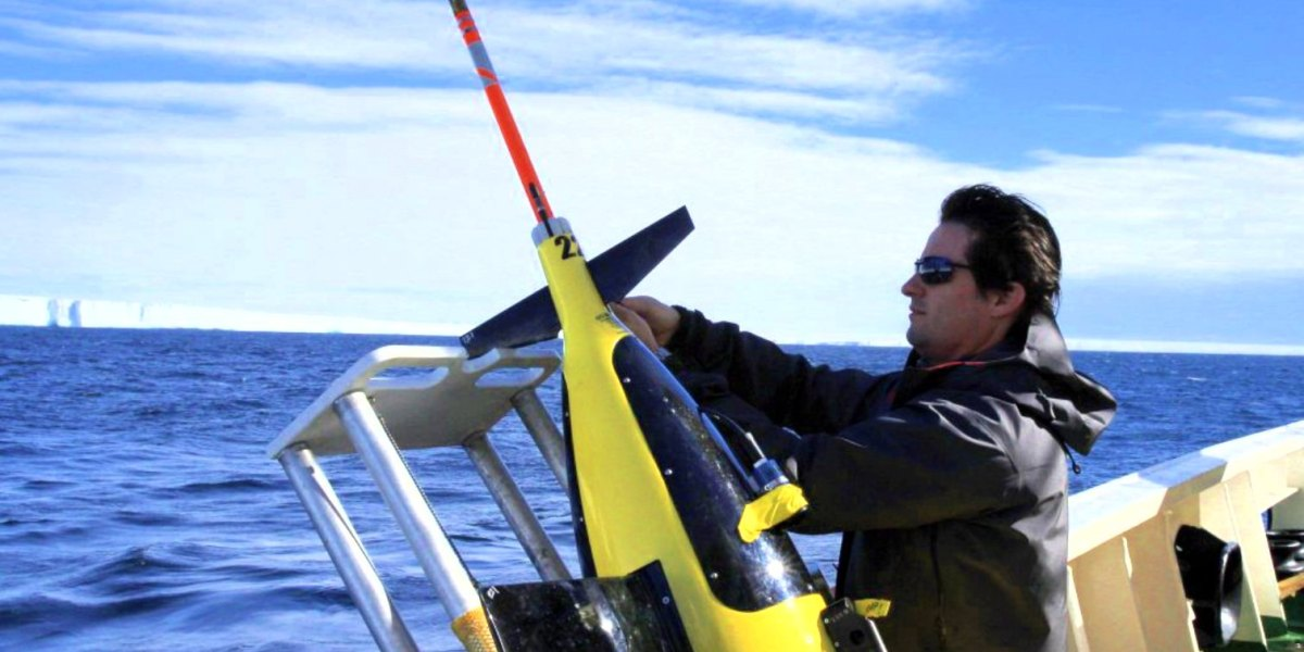 Underwater drones study the Antarctic ice shelf