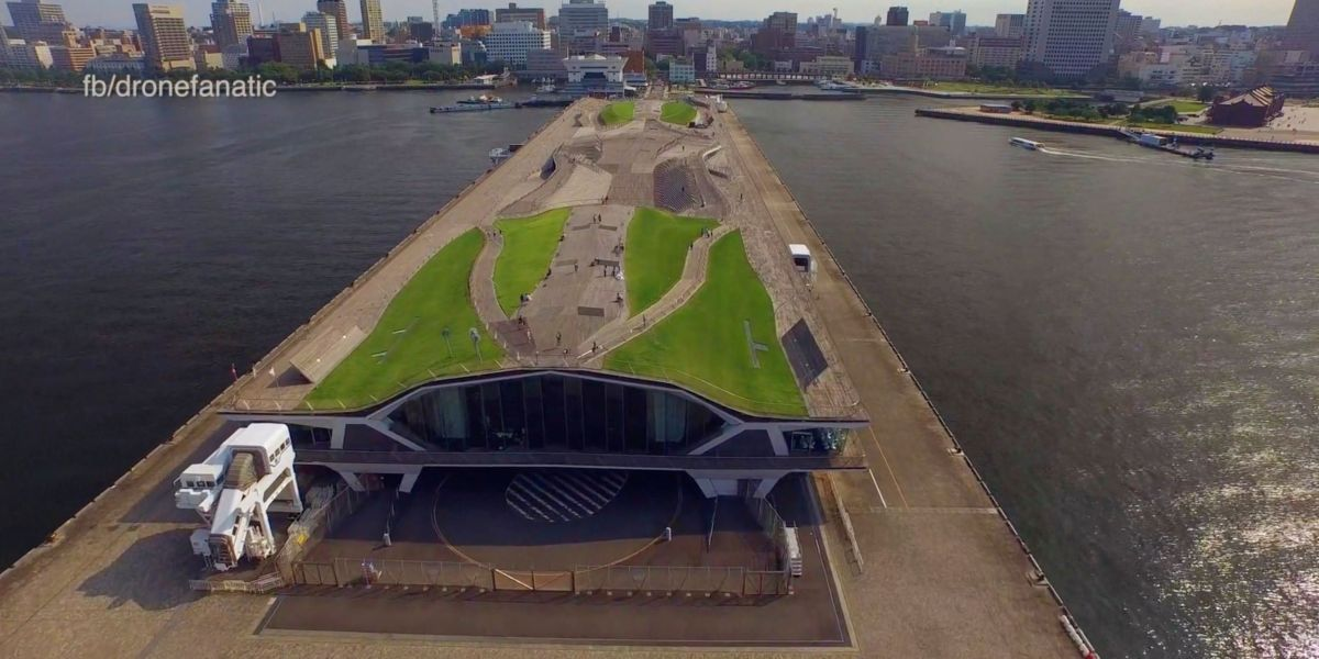 DroneRise - Letter from Chris Murphy, Skydio R1 update and new drone laws in England