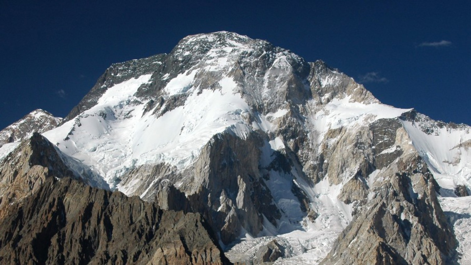 Mountaineer Rick Allen was feared dead on Broad Peak, but a drone found him alive