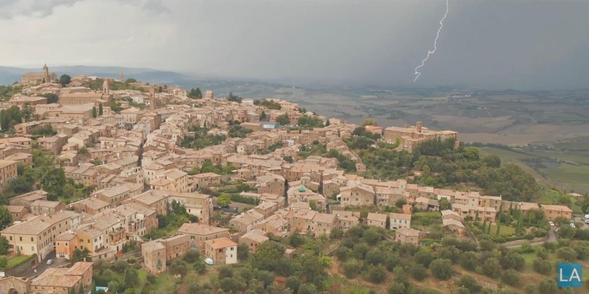 DroneRise - drone captures lightning in Italy