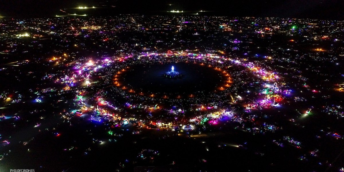 DroneRise - 'Le Docteur du Drone' captures Burning Man in a spectacular way