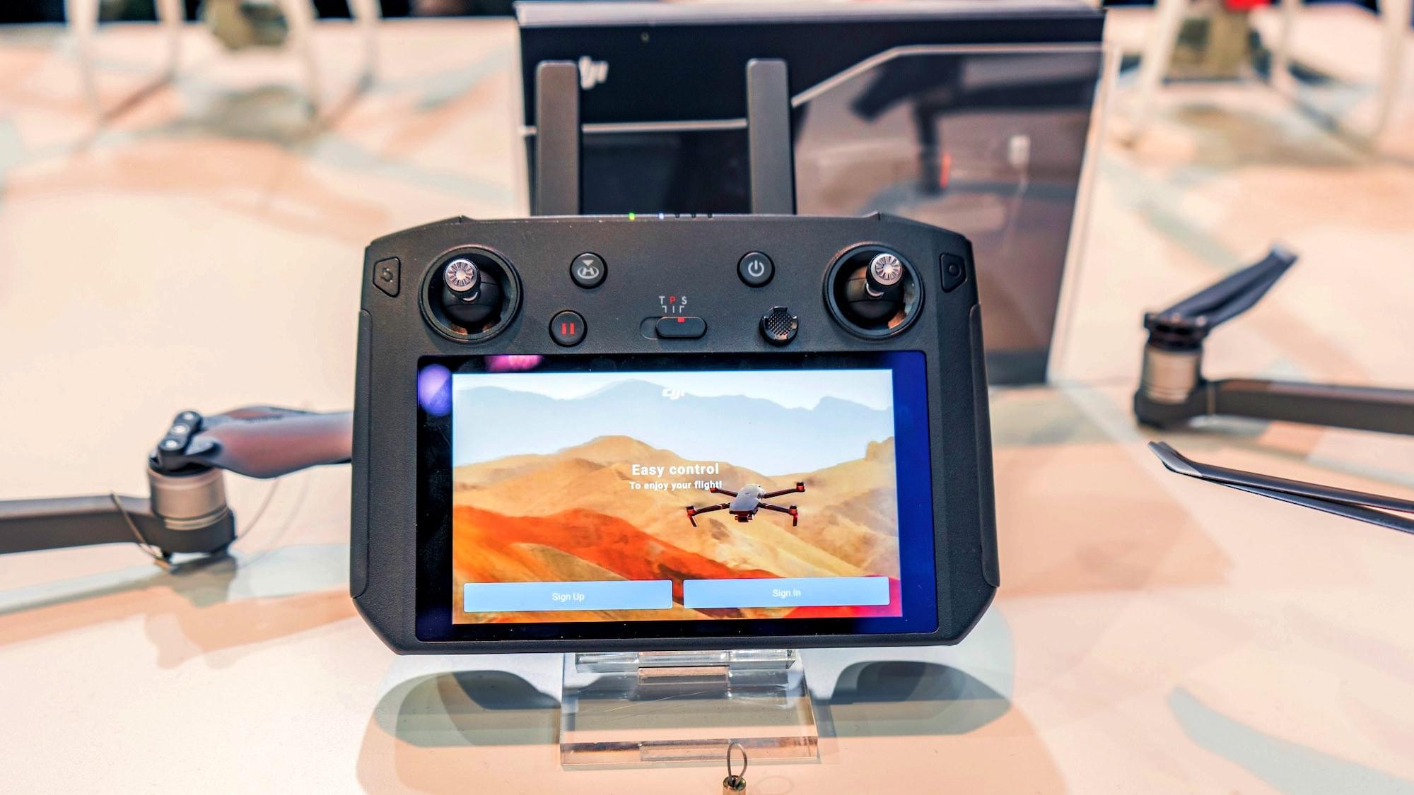 DroneDJ's Best of CES 2019 Awards - DJI Smart Controller