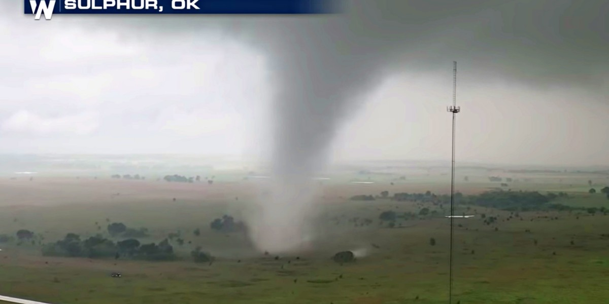 Storm chaser captures tornado with his drone in Oklahoma