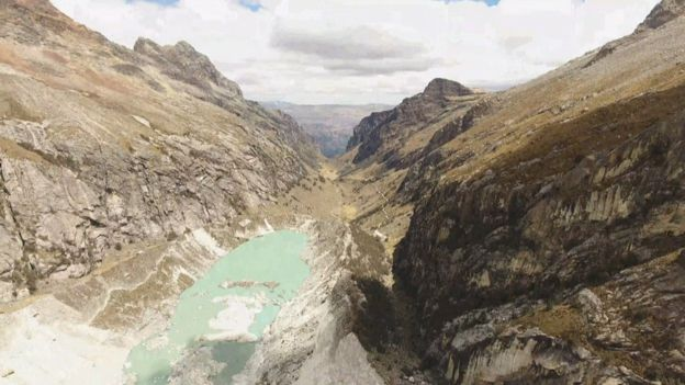 Researchers from Edinburgh University use drones to map Andes Glaciers