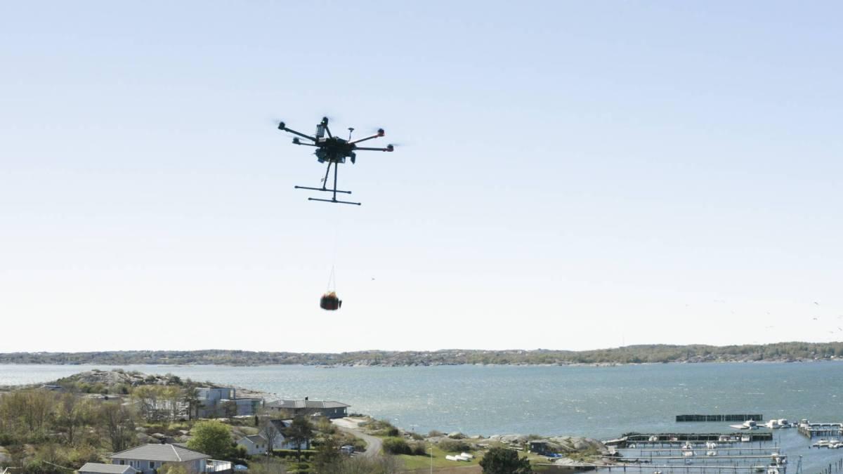 Everdrone delivers defibrillators drone