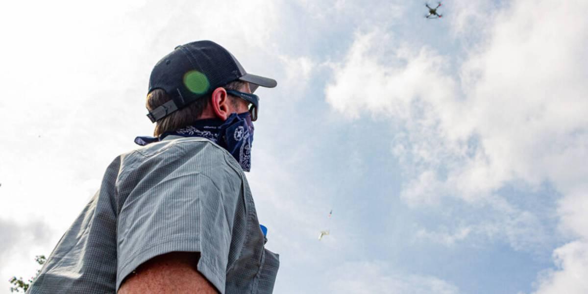 Student drones algal blooms